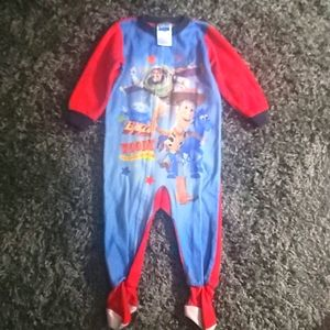 🤠Baby Boy Size 24M Footed Pajamas🤠